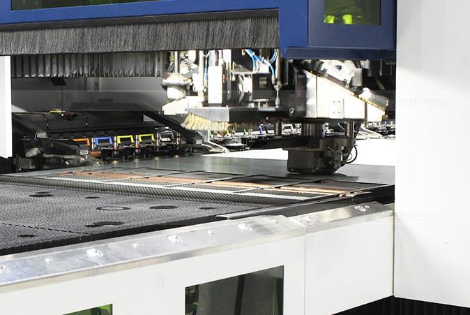 Раскрой металла производится на новейшем лазер прессе немецкого концерна TRUMPF